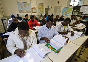 Nedostatek pracovních sil? Problém můžou vyřešit vzdělaní migranti.