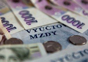 Průměrná mzda v Česku vzrostla na 31 851 korun