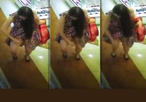 Žena vešla do obchodu a mezi regály si navoněla frndu pič*fukem.