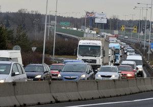 Dopravu na Jižní spojce komplikují často nehody. (ilustrační foto)