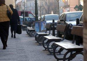 Praha vymění poničené lavičky, koše i stojany na kola. (ilustrační foto)