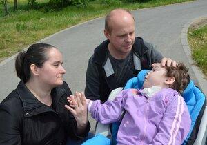 Blaťákovi se starají o těžce postiženou dceru Lucinku.