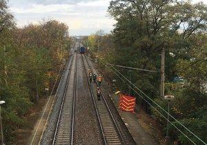 Na strašnickém nádraží srazil vlak chodce.