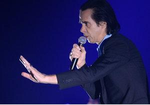 Nick Cave ve čtvrtek zazpíval v O2 areně.