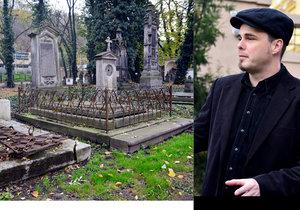 Hřbitov jako galerie, která ukazuje dobu minulou: Petr Béna proměňuje náhrobky v umění