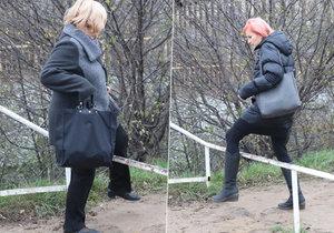 Skoky přes zábradlí a bahno: Takhle si lidé krátí cestu k metru Opatov
