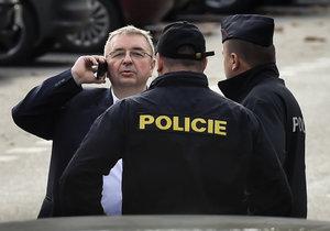 Extajemník SPD Jaroslav Staník při konfliktu s novináři ve volebním štábu SPD