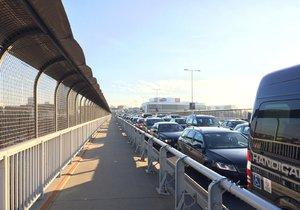 Nuselský most v posledním týdnu dlouhých dopravních omezení.