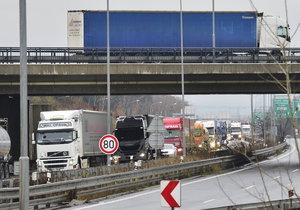 Na Pražském okruhu došlo k nehodě cisterny. (ilustrační foto)