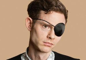 Muž po vyčerpávajícím sexu oslepl na jedno oko.
