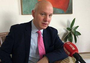 Prezidentský kandidát Pavel Fischer by nejmenoval ústavním soudcem homosexuála.