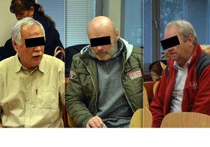 Tři sedmdesátníci se dopustili závažného zločinu, když společně unesli a věznili ženu.