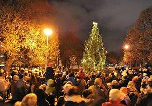 Takto vypadalo v Parku Václavka slavnostní rozsvěcení vánočního stromku v loňském roce.