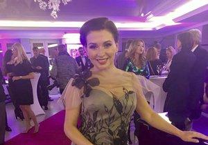 Dana Morávková (46) předváděla šaty návrhářky Natali Ruden. Roli modelky si vyzkoušela poprvé! Prý měla dvě prvenství - byla nejmenší a nejstarší!