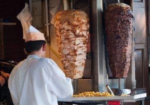 Konec kebabu v EU nehrozí, bude mít dovoleny i fosfáty.