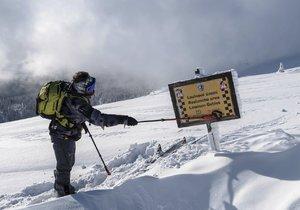 V Krkonoších je druhý stupeň lavinového nebezpečí.