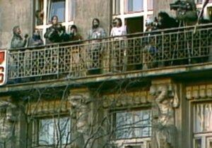 Marta Kubišová v roce 1989 na balkoně Melantrichu na Václavském náměstí