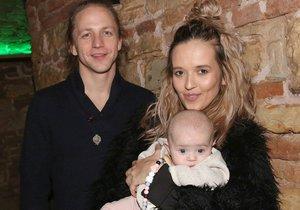 Tomáš Klus s manželkou Tamarou a dcerou Jenovéfou.