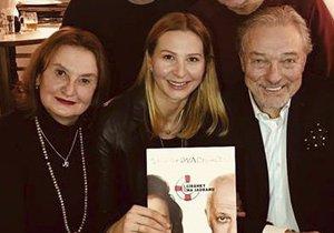 Eva Holubová, Václav Jílek, Bob Klepl, Marika Šoposká a manželé Karel a Ivana Gottovi
