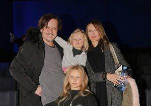 Michal Malátný vyrazil s rodinkou do kina.