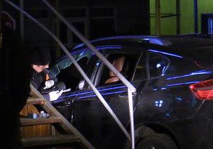 Milionová loupež v Sapě! Pachatel rozbil okénko u auta a odnesl si igelitky napěchované penězi