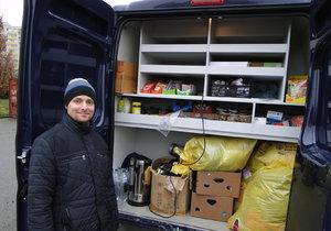 Praha 11 podává pomocnou ruku lidem bez přístřeší. Nakrmí je a obleče