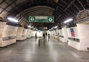 Stanicí Muzeum na lince A bude o víkendu metro pouze projíždět.