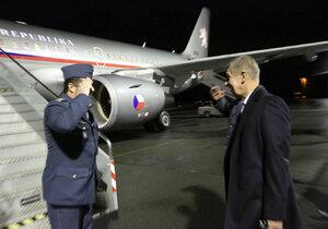 Andrej Babiš při odletu vládního speciálu
