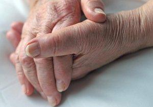 Ženy z jižní Moravy se vdaly za nemocné starce: Připravily je o majetky a odkoply na psychiatrii