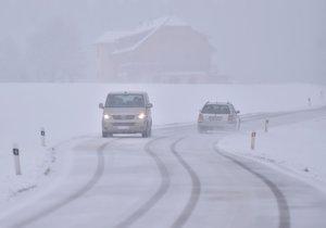 Na jihozápadě Čech a na Vysočině bude v pátek trvale a místy i vydatně sněžit.