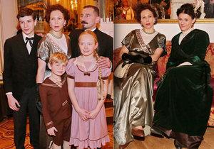 Slavní herci v dobových kostýmech s počátku 19. století ve filmu Rašín.