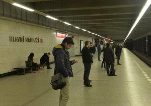 Omezení přístupu do stanice Hlavní nádraží se protáhne. Opravy skončí po Štěpánovi