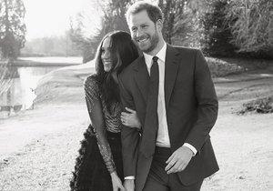 Princ Harry (33) a Meghan Markle (36) nafotili oficiální zásnubní fotky. Tohle je jedna z nich!
