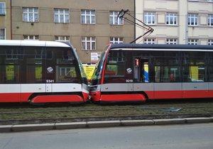 Ve Strašnicích se srazily dvě tramvaje.