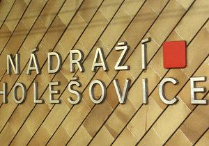 Jeden ze dvou vestibulů metra Nádraží Holešovice by měl rekonstruovat za asistence Dopravního podniku hl. m. Prahy soukromý investor. (ilustrační foto)