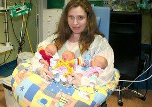 V plzeňské nemocnici se narodila trojčátka. Ellinka, Emma a Anna mají doma ještě staršího brášku Matýska.