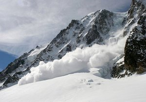 Na jihovýchodě Francie, poblíž hranic s Itálií, se utrhla lavina. Na místě jsou 4 mrtví a 1 zraněný. (Ilustrační)