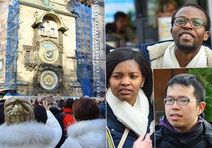 Turisté se za orlojem vypravili zdaleka. Nakonec byli zklamaní, že nefunguje.