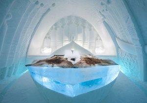 Ledová výzdoba luxusních pokojů Icehotelu poprvé vydrží po celý rok