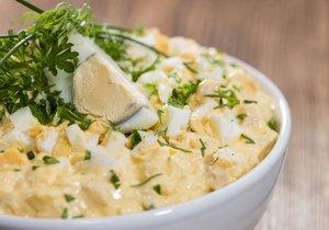 Nejlepší vajíčkový salát: Klasický, s bramborem i bez majonézy