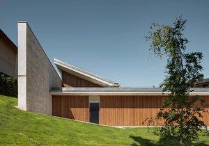 Minimalistický domov, který chrání soukromí obyvatel