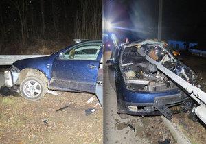 Řidič na Šumpersku nezvládl řízení, svodidla mu projela interiérem auta.