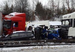 Dálnice D1 u Brna se změnila v parkoviště: Na šesti místech ji stoply nehody!