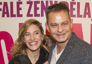 Filip Renč s manželkou na premiéře svého posledního filmu