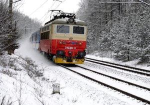 V Běchovicích vjel nákladní vlak za návěstidlo zakazující jízdu. (ilustrační foto)