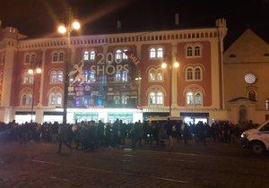 Policisté kvůli nahlášené bombě vyklidili obchodní dům Palladium v centru Prahy.