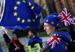Brexit je o krok blíže: Britští poslanci zrušili nadřazenost zákonů EU