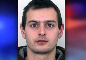 Muž (27) se vyhýbá vězení, může být nebezpečný. Policisté po něm pátrají už rok, poznáte ho?