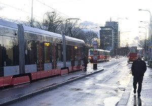 Libeňský most v noci uzavřou pro tramvaje a automobily.