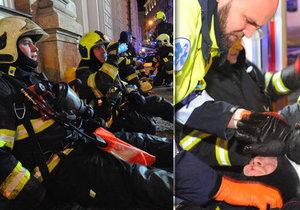 Při požáru hotelu v Praze se také zranili dva hasiči.